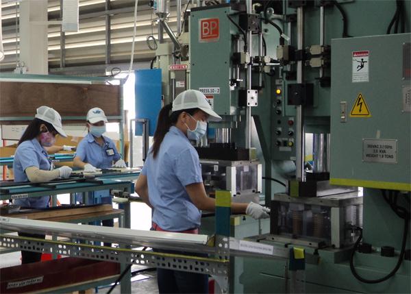 Tuyển 15 nữ xuat khau lao dong dai loan làm đóng gói, thao tác máy tại Đào Viên ĐÀI BẮC
