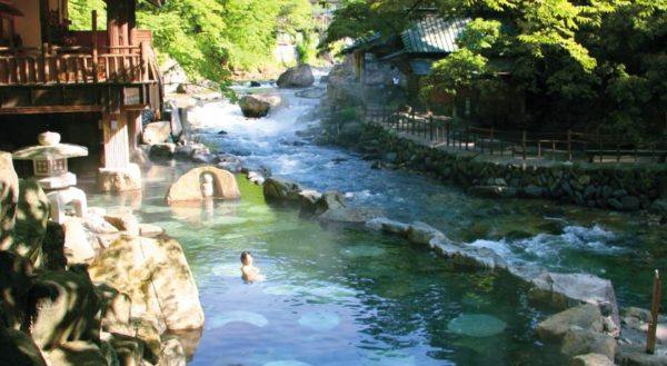 suoi-nuoc-nong-takaragawa-onsen-osenkaku